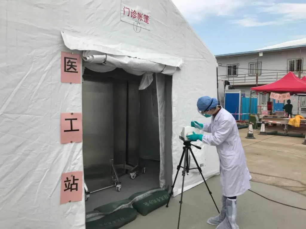 深圳市光明区疾控中心工作人员使用AirPort-MD8在医院、车站等公共场所进行空气采样
